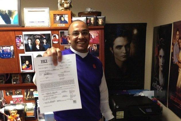 Clemson Coach Shows off NLI While the Cast of Twilight Looks on
