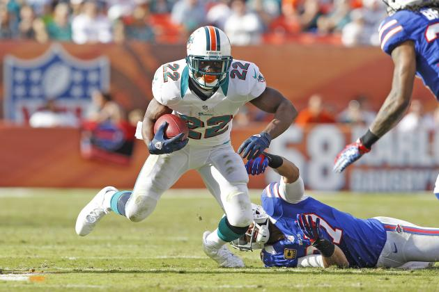 Reggie Bush Waiting for Miami Dolphins Contract Offer