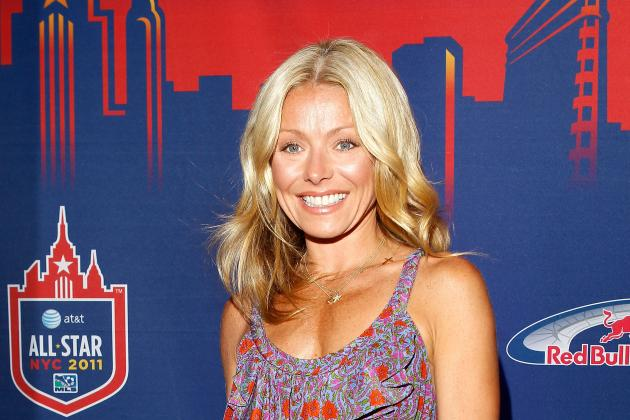 "Kelly Ripa on Joe Flacco's Short Wife: ""That's Gotta Be a Fun Party"" [VIDEO]"