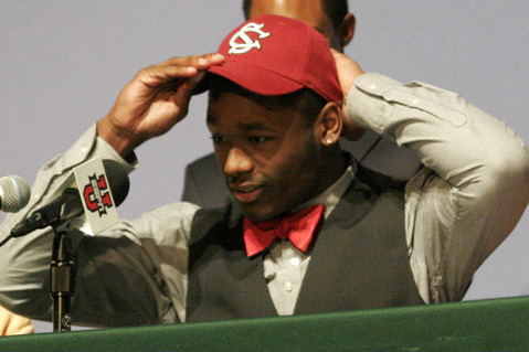 Skai Moore's Decision Highlights Low-Key Signing Day for South Carolina
