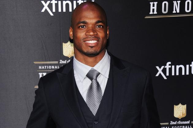 Adrian Peterson's Ability to Dominate Through Injury Nothing Short of Amazing