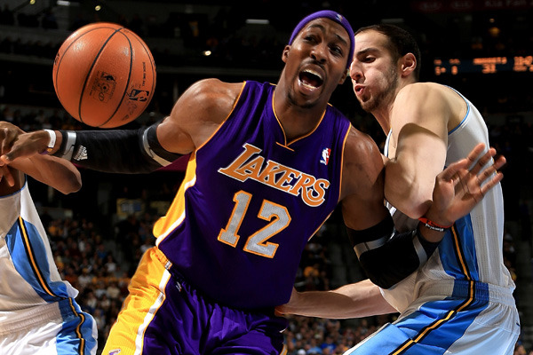 Lakers' Dwight Howard Says Players Trying to Hurt His Shoulder