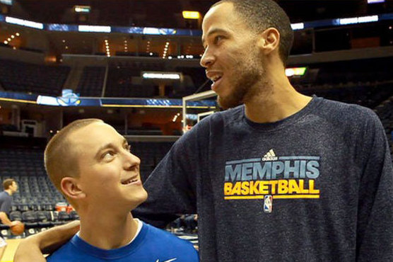 Fan Who Took off Pistons Jersey Post-Tayshaun Trade Meets Idol at Game (VIDEO)