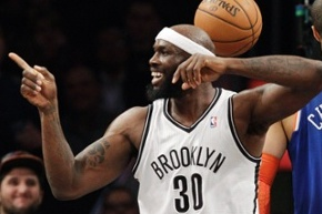 Video: Reggie Evans Dunks the Ball with Two Hands