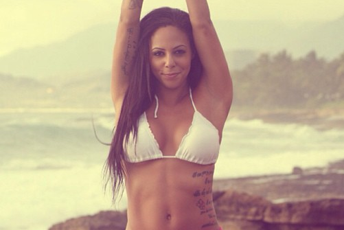 Instagram: Sydney Leroux Doing Yoga on the Beach