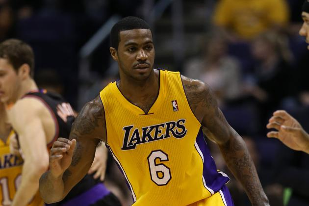 Earl Clark to Receive MRI on Sore Right Foot