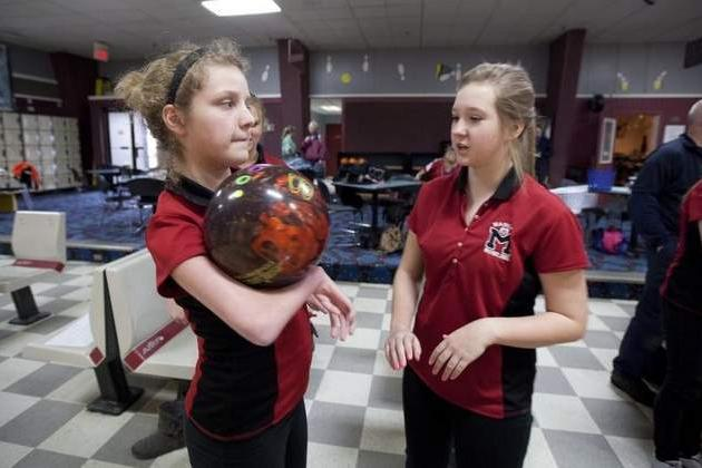 Amazing Teen Has No Use of Her Arms, Competes on High School Bowling Team