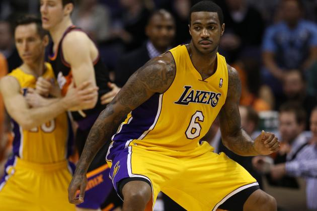 Lakers' Earl Clark to Play Tonight Against Phoenix