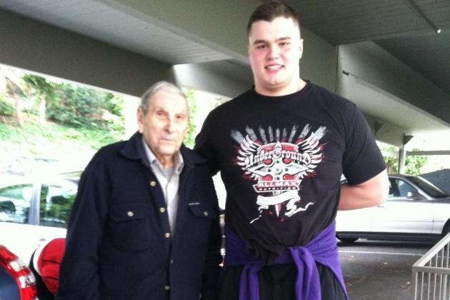 PHOTO: Washington's Ben Riva Helps Granda Get to Doctor