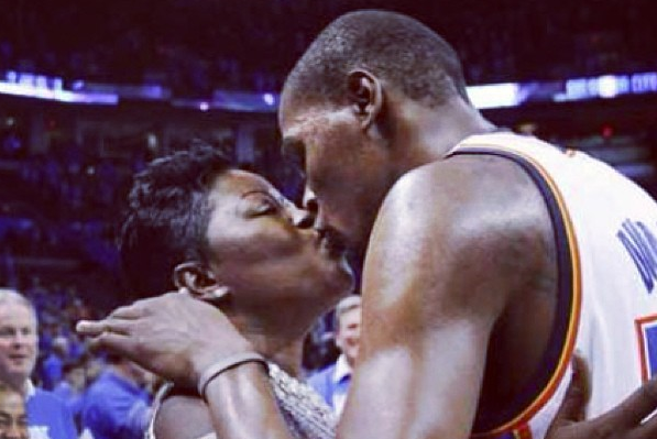 KD Wishes Mom Happy Valentine's on Instagram