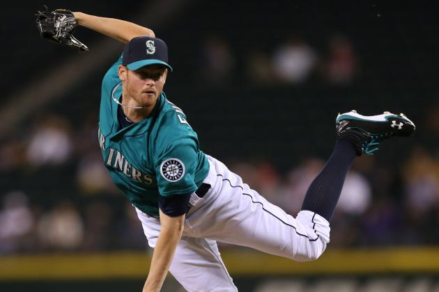 Mariners Sign Two Pitchers