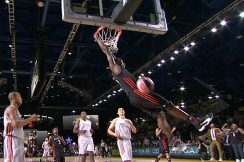 Usain Bolt's Two-Handed Dunk in Celebrity Game