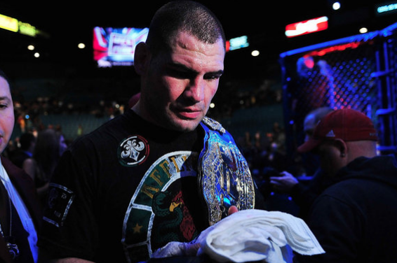 UFC Heavyweight Champion Cain Velasquez Signs New Eight-Fight UFC Contract