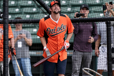 Phelps Takes Batting Practice at Orioles' Camp