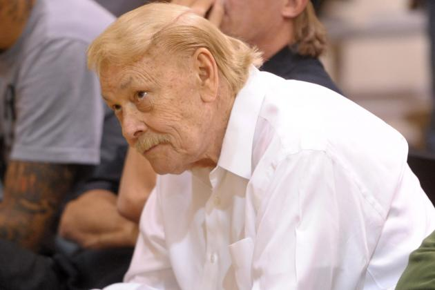L.A. Lakers' Locker-Room White Board Pays Homage to Jerry Buss After Big Win