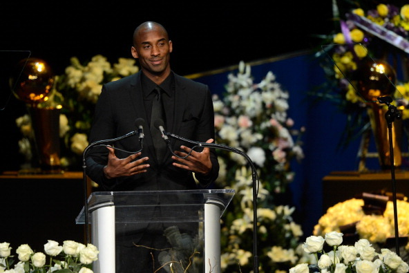 Kobe Bryant Channels Inner Phil Jackson to Deliver Message to Dwight Howard