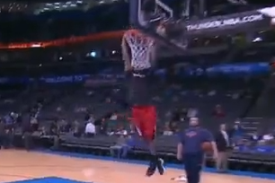 D-Rose Dunking in Warmups