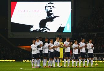 Spurs players join in the tribute to an England icon