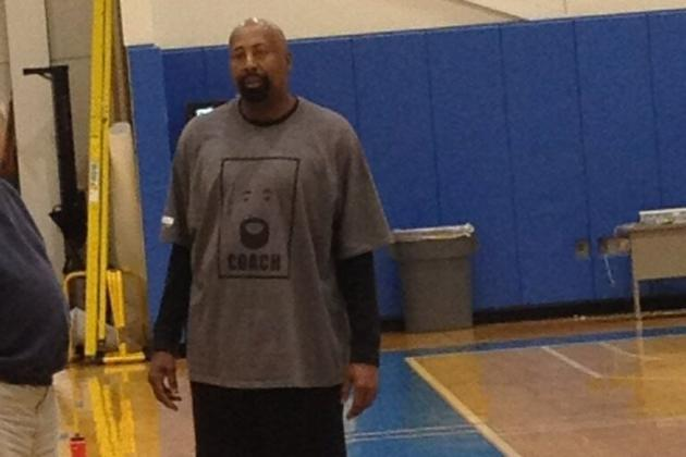 Knicks Coach Mike Woodson Wears T-Shirt Destined to Make Every NBA Fan Jealous