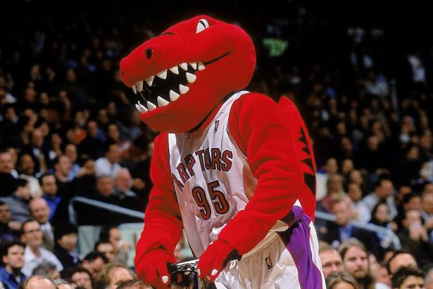 Rachel McAdams Gets Hugged by Toronto Raptors Mascot