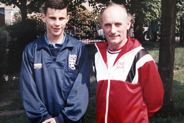 Milkman: I Delivered Young Giggs to City, Only for United to Snatch Him