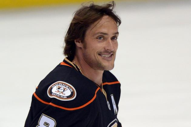Ducks' Selanne Passes Luc Robitaille into 11th All-Time in NHL Scoring