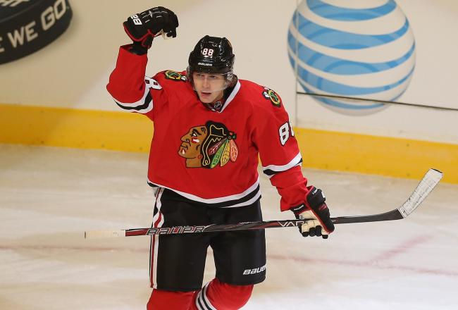 Patrick Kane, the Hawks' leading scorer, ties the game!