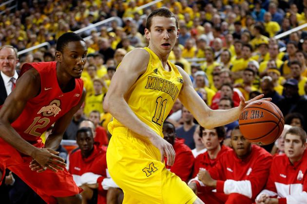Stauskas Questionable to Return vs. MSU Due to Cut Above Eye