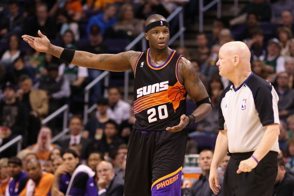 Phoenix Suns' Jermaine O'Neal Tends to Daughter