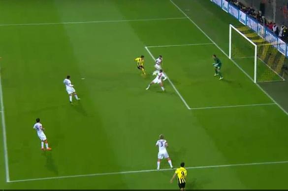 Gotze Doubles Borussia Dortmunds Lead