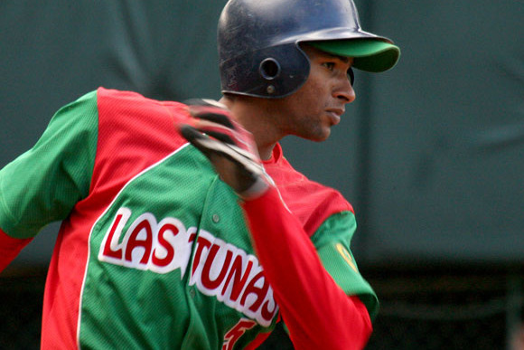 Cuban Outfielder Urrutia Has Sights Set on Big Leagues