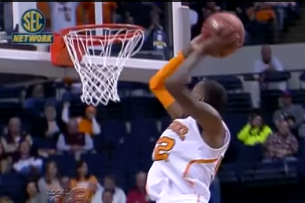 Tennessee's Jordan McRae Sends in a 360-Dunk to Seal the Vols' Win