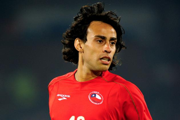 Soccer-Valdivia's Chile Comeback Sidelined Through Injury