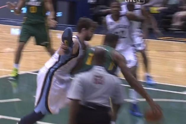 Gasol Plays D with His Shoe