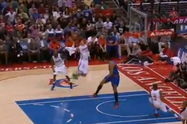 Blake Griffin Crushes Monster Alley-Oop vs New York Knicks (VIDEO)