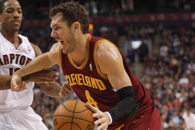 Cavaliers' Luke Walton to Wear Mask After Broken Nose