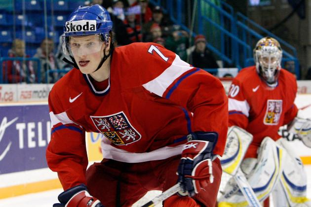 Flyers Courting 6-Foot-8 Defenseman Andrej Sustr