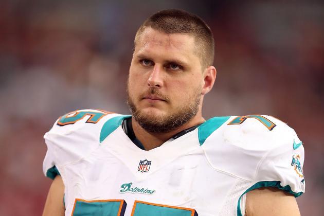 Dolphins Re-Sign OT Nate Garner