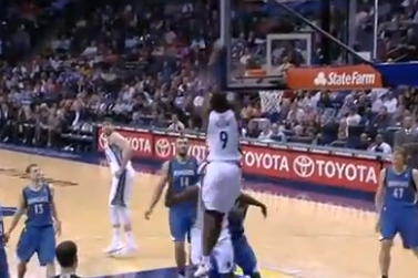 Watch: Marc Gasol Floats No-Look Lob for Tony Allen Alley-Oop Dunk