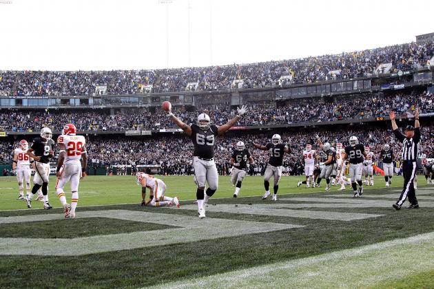 Oakland Raiders Re-Sign Khalif Barnes: Will He Be a Starter?