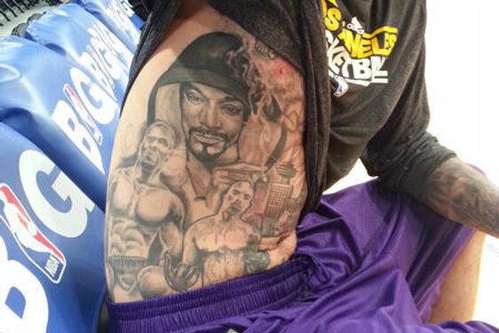 La lakers center robert sacre has incredible torso tattoo for La lakers tattoo