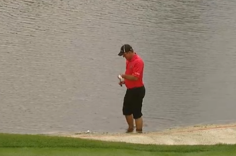 Nicholas Thompson Makes Barefoot Par out of Water