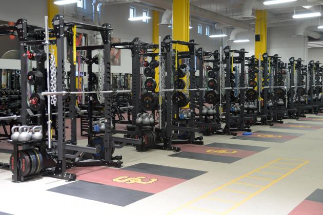 A Step-by-Step Guide to What's Going on in a College Football Weight Room