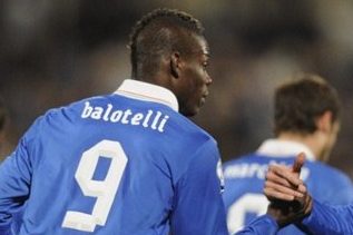 Balotelli Brace Sees off Malta