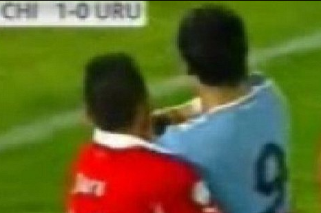 VIDEO: Suarez Strikes Again! Uruguay Hitman Jabs Jara in the Face