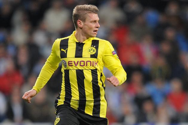 Borussia Dortmund Wins 2-1 at 10-Man Stuttgart