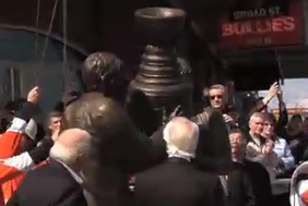 Video: Flyers Unveil Statue Saluting Their Two Cup Wins