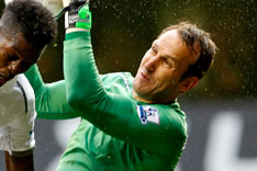 Fulham's Martin Jol Backs Mark Schwarzer to Stay in Premier League