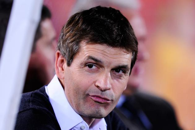 Tito Vilanova Travels to Paris with Squad