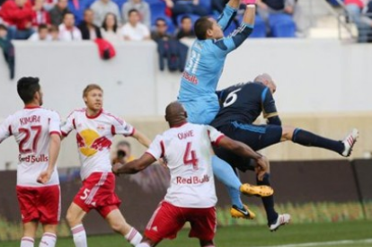 New York Red Bulls Keeper Luis Robles Escapes Injury Scare